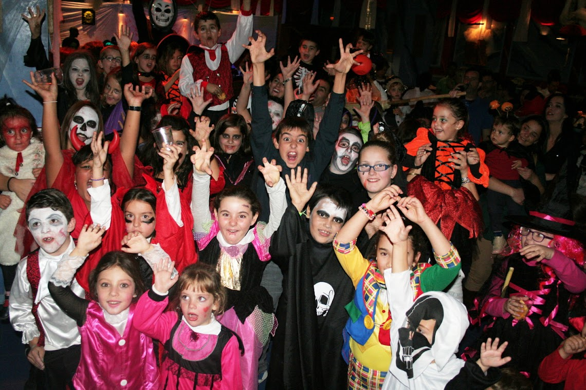 """KIDS """"SCARED"""" AT THE CHILDREN'S HALLOWEEN PARTY HOSTED IN ANTEQUERA"""