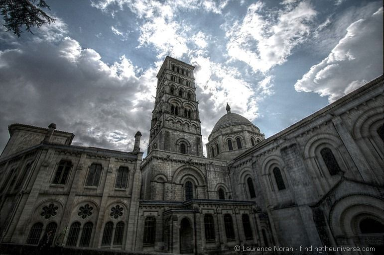 Angouleme Cathedral blue sky.png