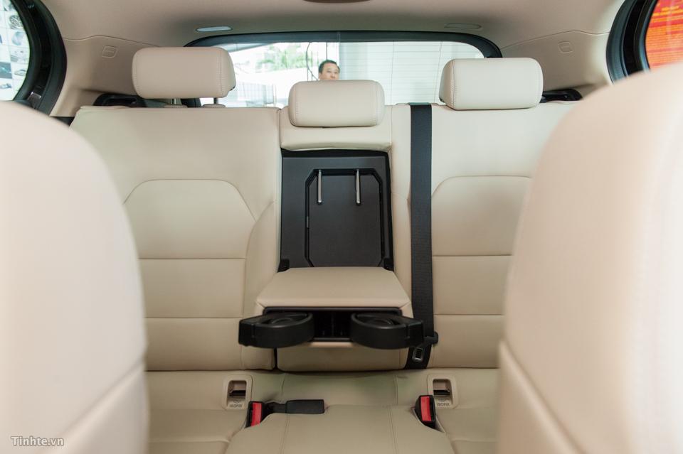 Nội thất xe Mercedes Benz GLA 200 Màu Đen 08