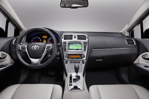 Toyota_Avensis-12.jpg