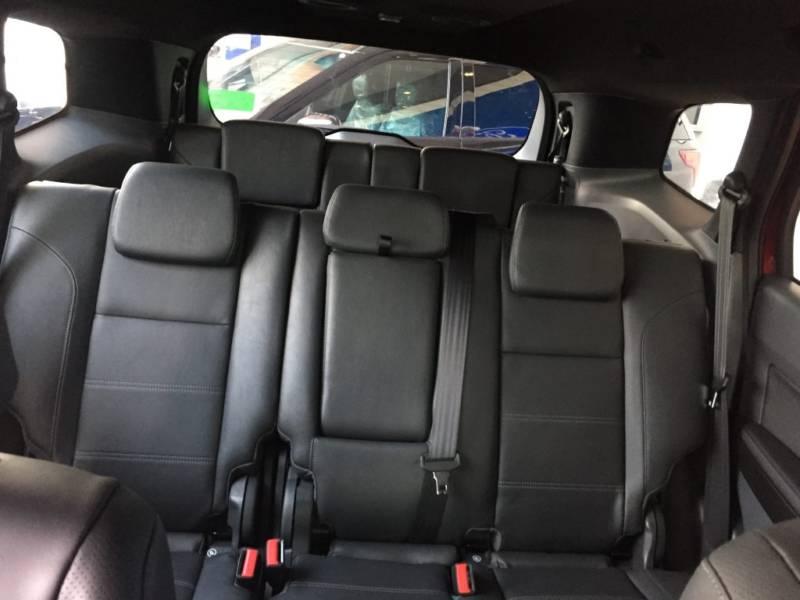 Nội thất xe Ford Everest 7 chỗ 2018 màu đen 09
