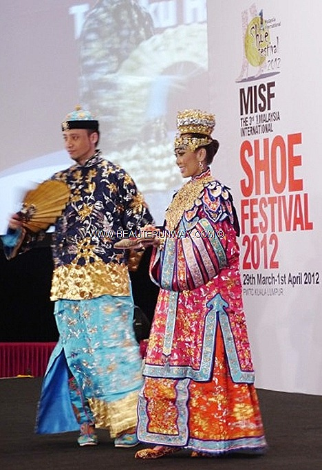 MALAYSIA INTERNATIONAL SHOE FESTIVAL 2012 JIMMY CHOO Wedding shoes baba nonyas costumes peranakan Stilettos booties sling backs