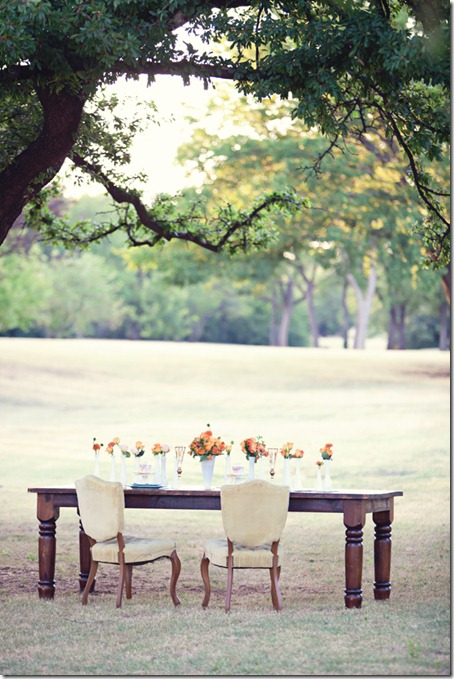shabby-chic-wedding-rustic-vintage-table-small-outdoor