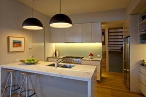 cocina-moderna-con-encimera-de-marmol
