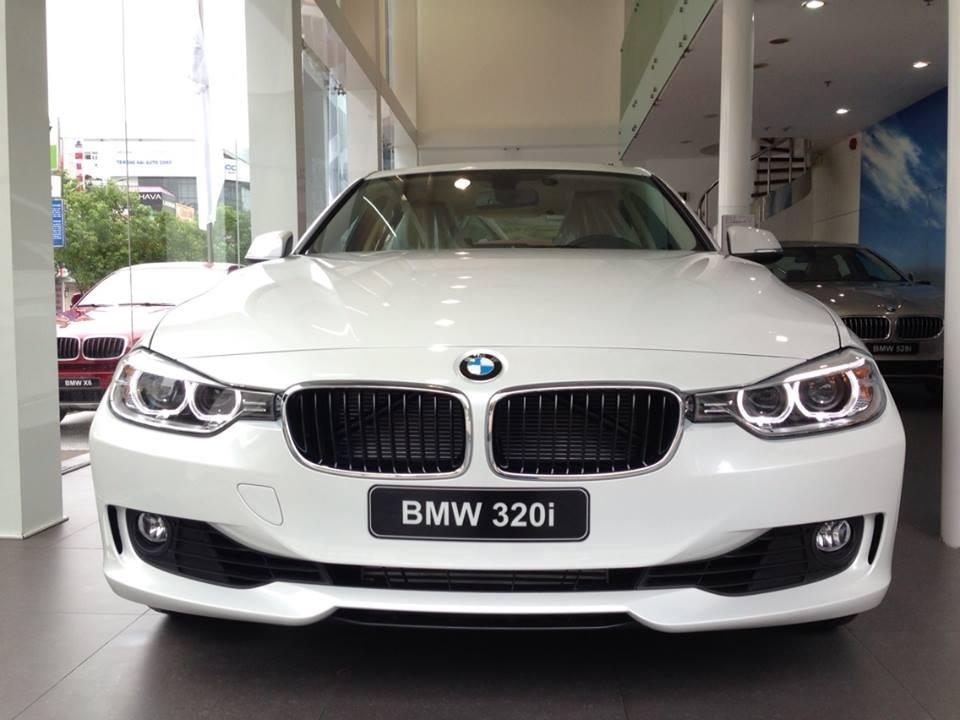 Xe BMW 320i new model màu trắng 01