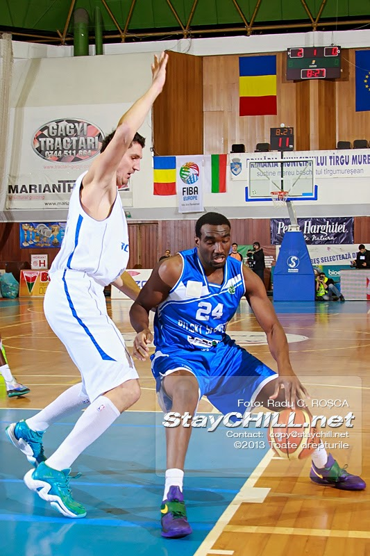 Evan Ravenel is defended by Dan Paltinisanu in the FIBA EuroChallenge game between BC Mures from Romania and Rilski Sportist from Bulgaria played at City Arena in Tirgu Mures on December 17th, 2013.