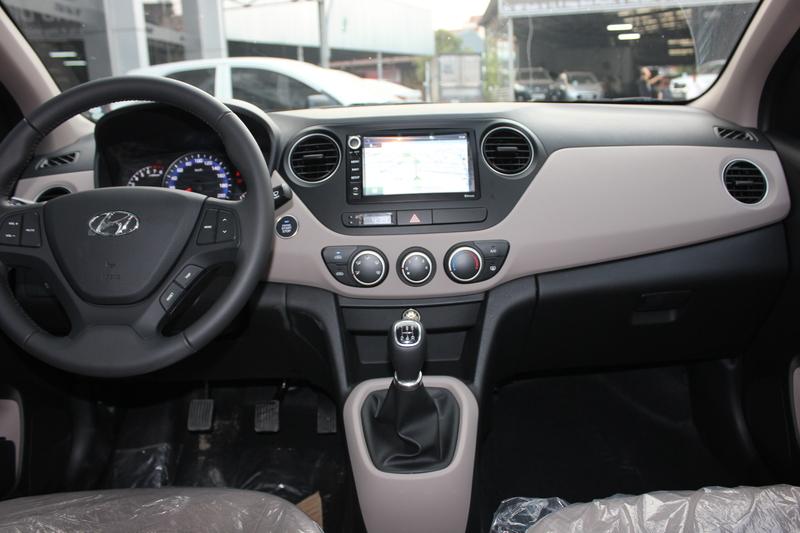 Xe Hyundai Grand i10 sedan 1.2MT Màu bạc 011