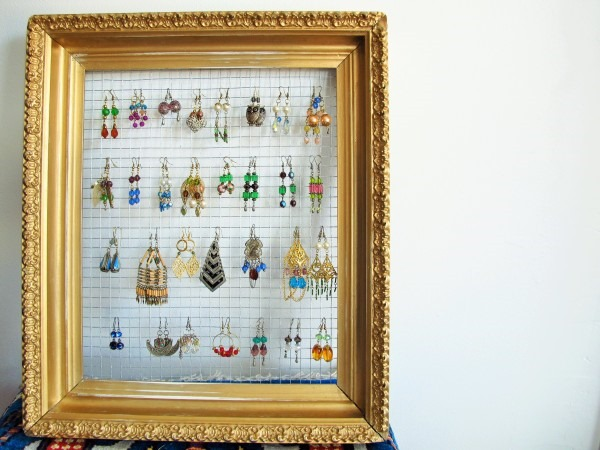 DIY-Gilded-Frame-Jewelry-Display-Kiku-Corner-22-e1423013711893