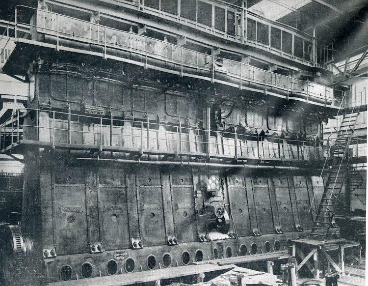 Motor principal MAN de 4 tiempos. Revista THE SIPBUILDER. AÑO 1930.jpg