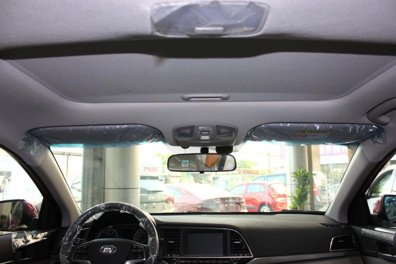 Nội thất xe Hyundai Elantra 5 chỗ màu đỏ 03