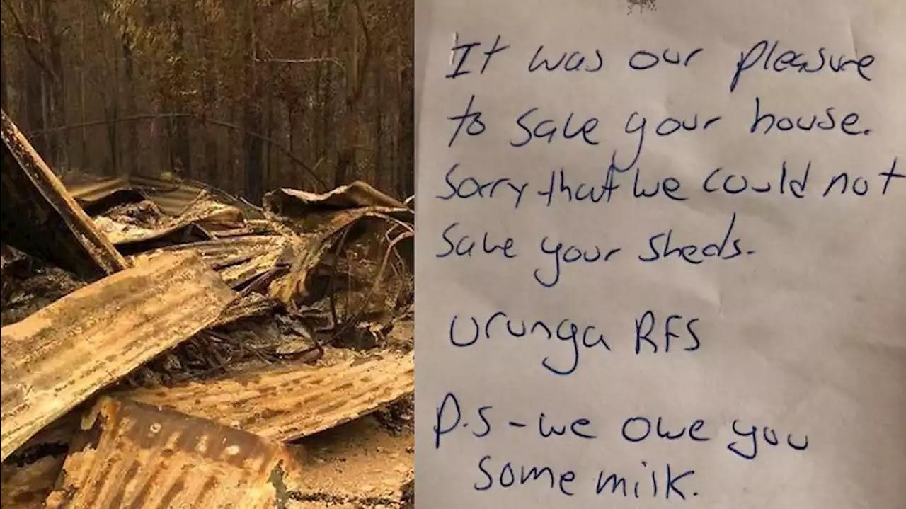 Nhà kho bị cháy và tờ ghi chú của những người lính cứu hỏa.