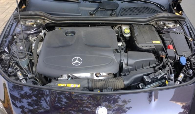 Nội thất xe Mercedes Benz CLA250 4MATIC 2014 AMG Kit màu tím 011