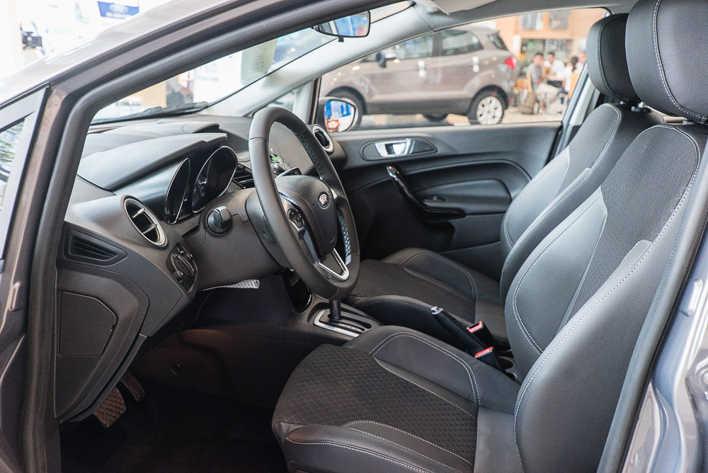 Nội thất xe ô tô Ford Fiesta 02