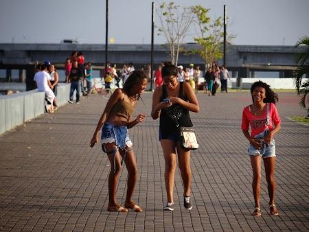 09. Fete din Panama.JPG