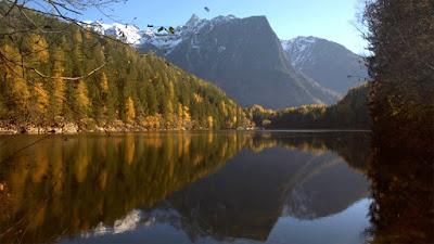 Herbstzeit im Ötztal Piburgersee Autumn in the Ötztal Valley LakePiburg Vanessa Social