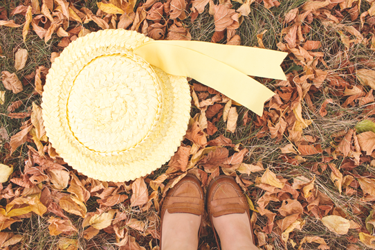 Autumn leaves, a straw hat and vintage style | Lavender & Twill