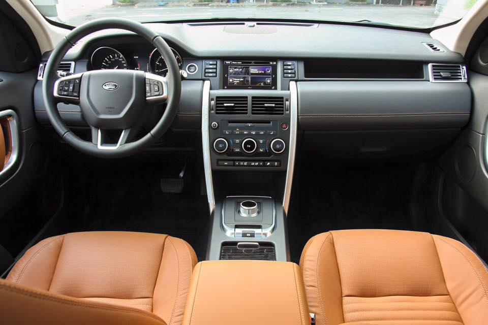 Nội Thất Xe Land Rover Discovery Sport màu vàng cát 01