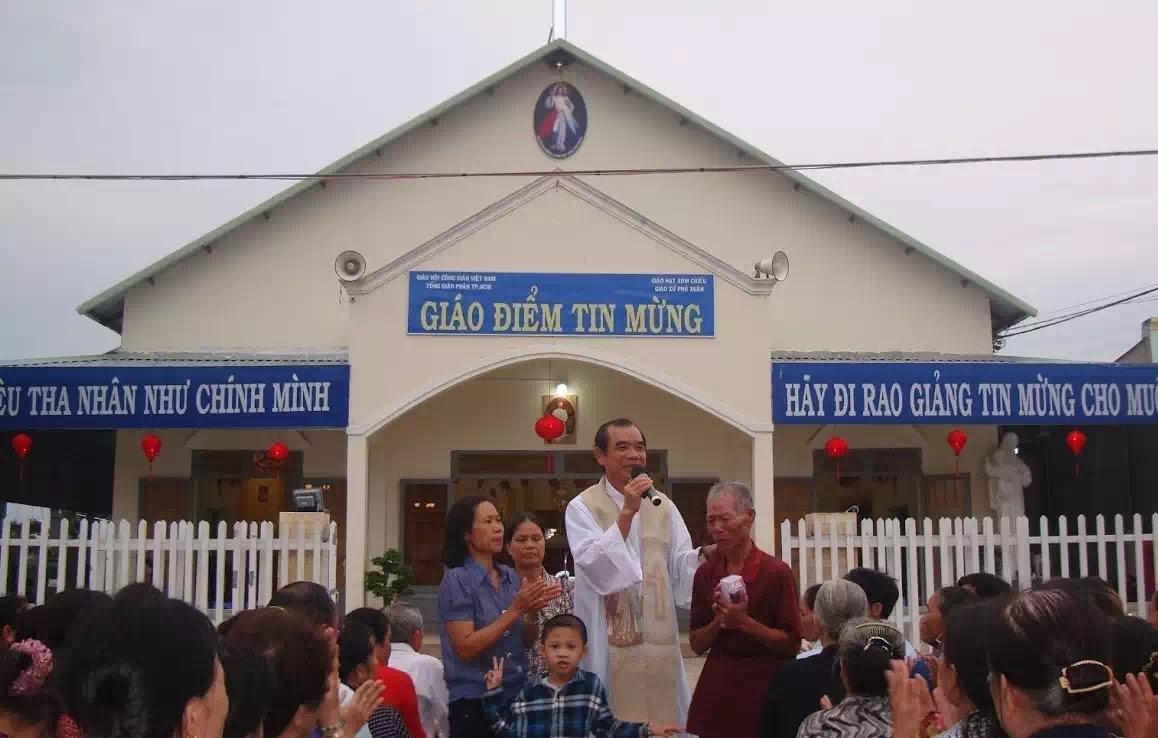 Lm. Ernest Nguyễn Văn Hưởng trả lời về giáo điểm Tin Mừng và cha Long