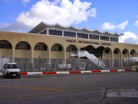 01. Aeroportul Malta.JPG