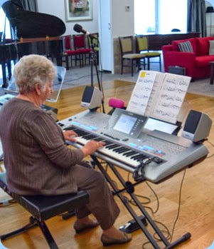 Barbara Powell playing the Yamaha Tyros 4