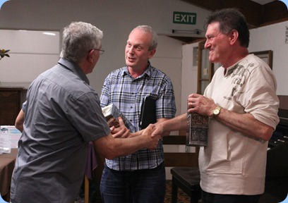 Club President, Gordon Sutherland (left), presenting Darren Smith (middle) and Murray Hancox (right) with a gift for their wonderful concert. Photo courtesy of Zhibin Zheng (Ben)
