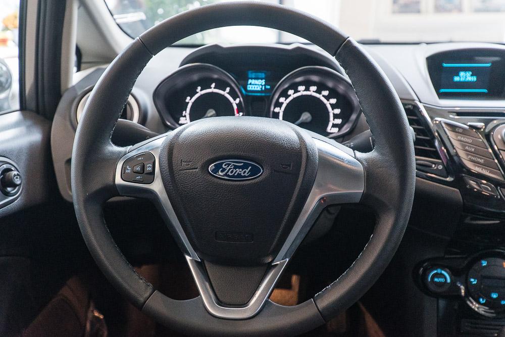 Nội thất xe ô tô Ford Fiesta 05