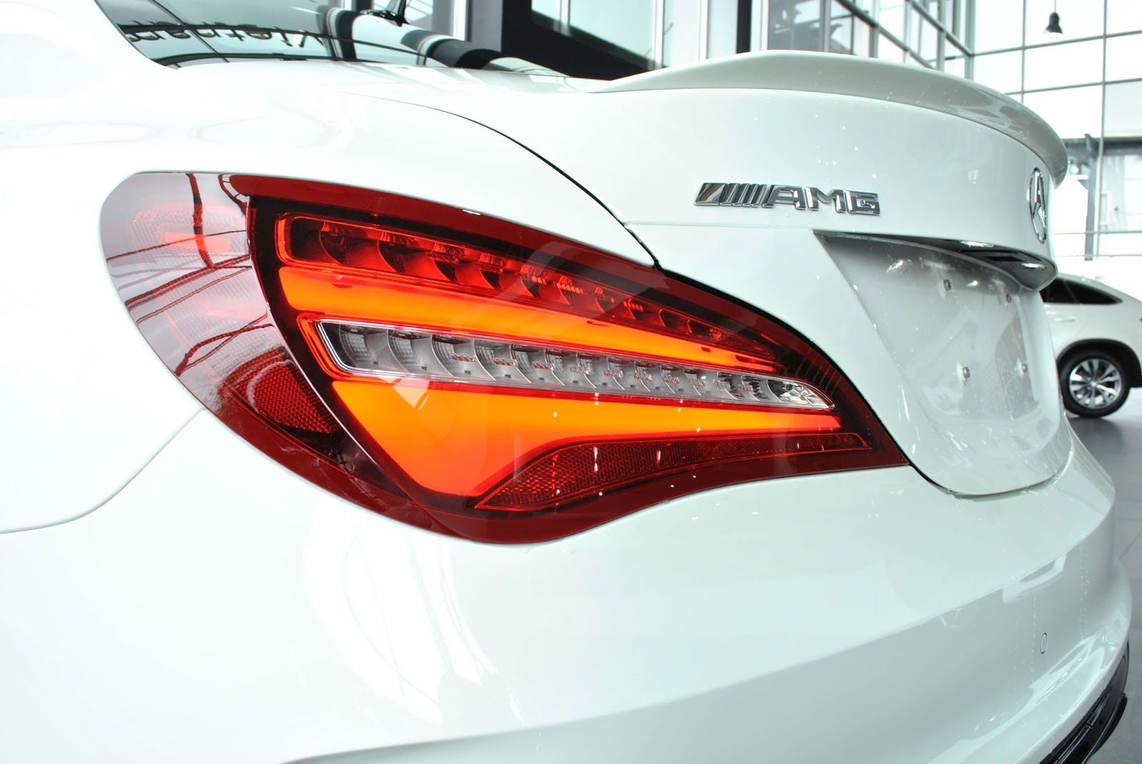 Xe Mercedes Benz CLA45 AMG màu trắng new model 07