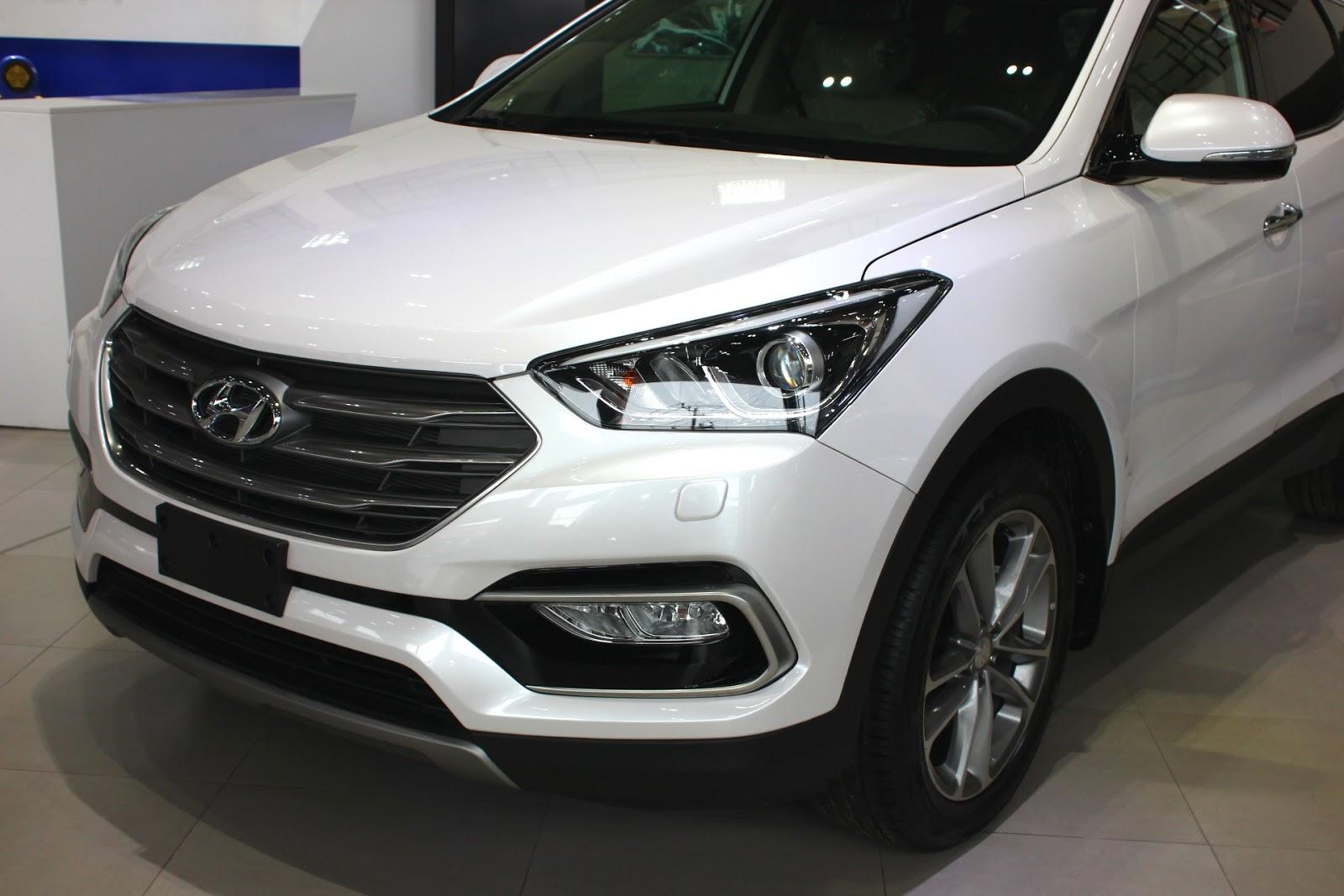 Xe Hyundai Santafe 7 Chỗ máy xăng màu trắng 07
