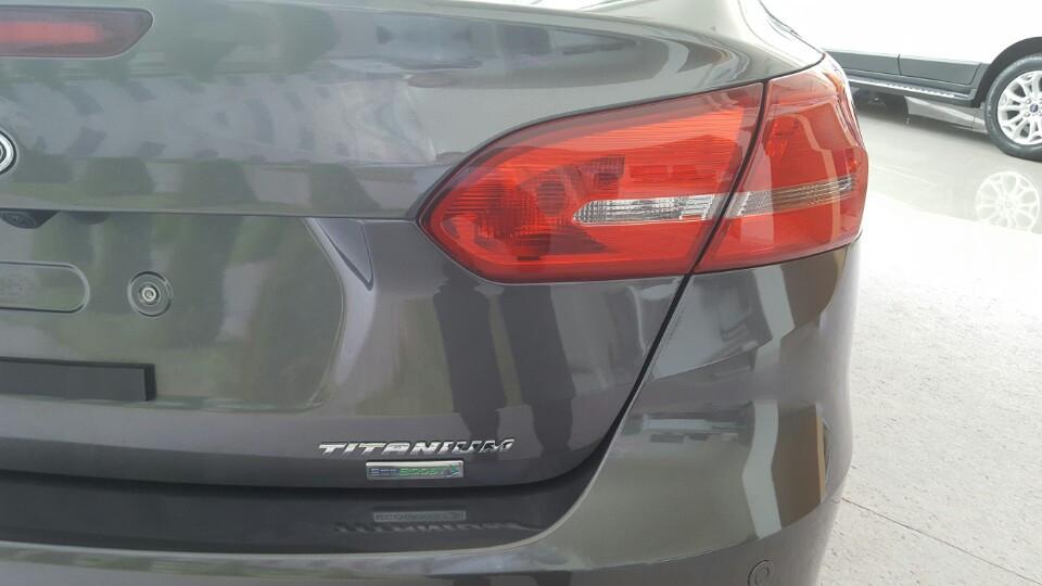 Xe Ford Focus 2018 phiên bản Titanium màu xám 07