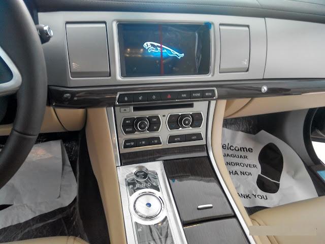 Nội Thất Xe Jaguar XF Premium Luxury 03