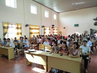 Buổi tọa đàm thu hút khá đông giáo viên, phụ huynh và học sinh.
