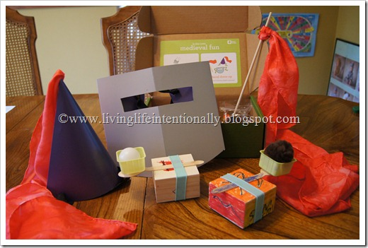 Kiwi Crate is fun in a box for Toddlers, Preschoolers, Kindergarten, 1st grade, and 2nd grade kids.