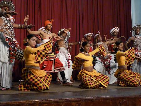 Imagini Sri Lanka: dansuri traditionale din Kandy