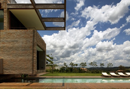 View of the cantilevered volume (TV room) flying above the swimming pool