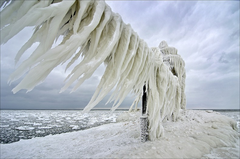 frozen-lighthouses-4