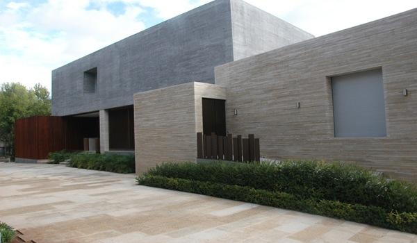 casa-con-fachada-moderna-españa