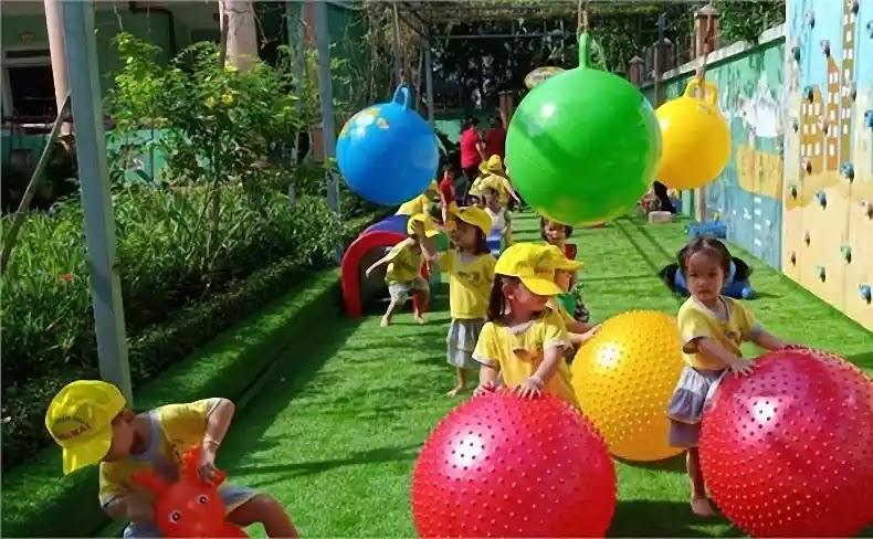 Hoạt động ngoài trời sẽ khiến trẻ thích thú và ham đi học.