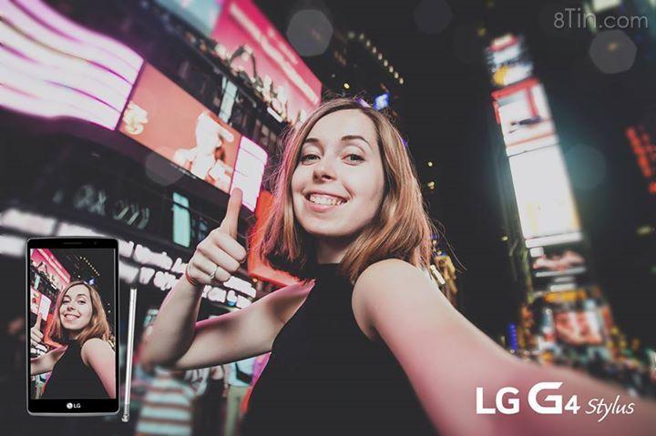 Selfie với cả thành phố lung linh ánh đèn luôn là sở