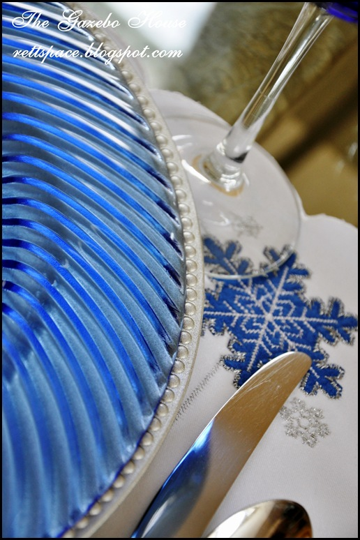 Jan Icey Blue Snowmen Table 022