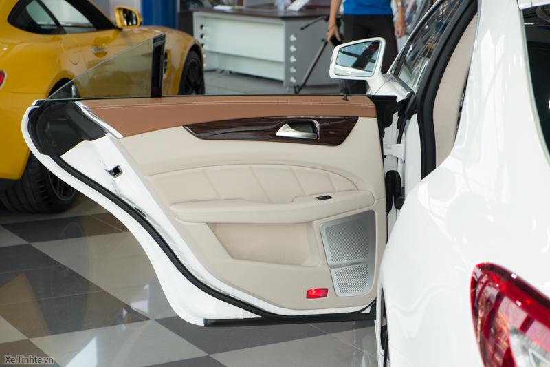 Xe Mercedes Benz CLS500 New Model màu trắng 019