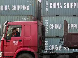 Hàng Trung Quốc đang chịu áp lực lớn từ cuộc chiến thuế quan với Mỹ.