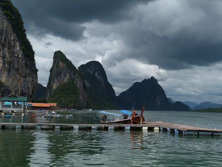 Ploaie Thailanda: nori negrii Phang Nga