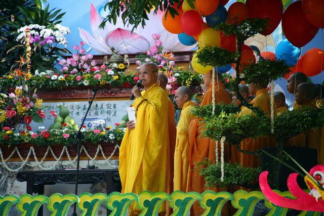 IMG 1712 Đại lễ Phật đản PL 2557 tại Tu viện Quảng Hương Già Lam
