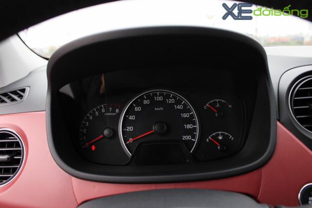 Nội thất xe Hyundai Grand i10 2018 màu đỏ 02