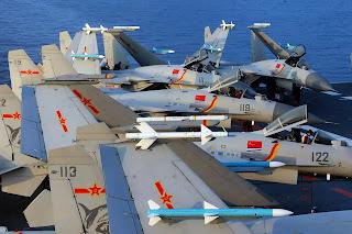 Máy bay J-15 trên HKMH Liêu Ninh, trong một chuyến hải hàng tập luyện.