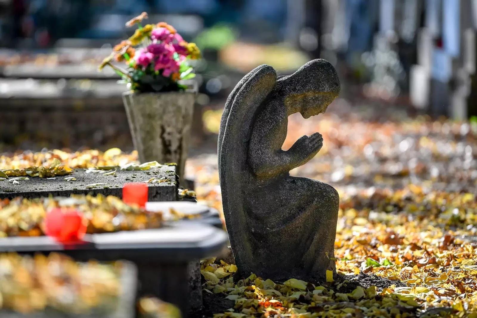 Tại sao chúng ta cầu nguyện cho người thân đã khuất, hay tại sao người Công giáo tin có luyện ngục?