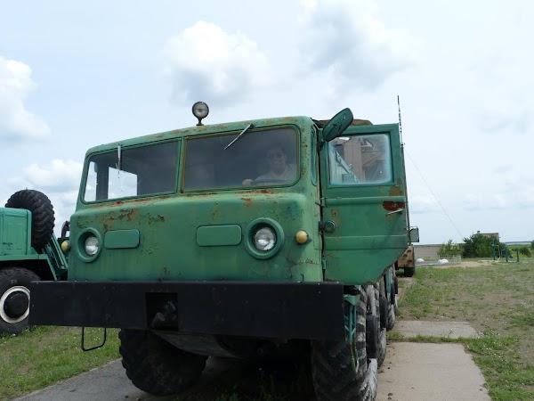 11. camion de transport rachete.JPG