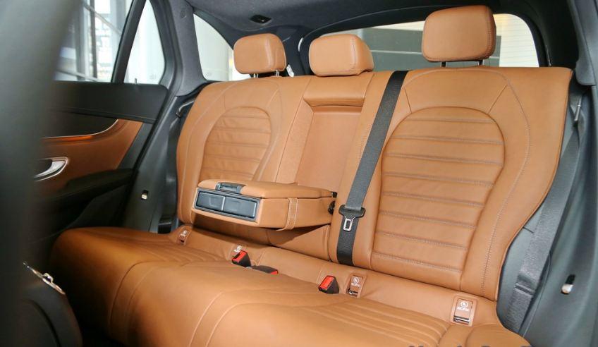 Nội thất xe Mercedes GLC 300 AMG màu đỏ 03