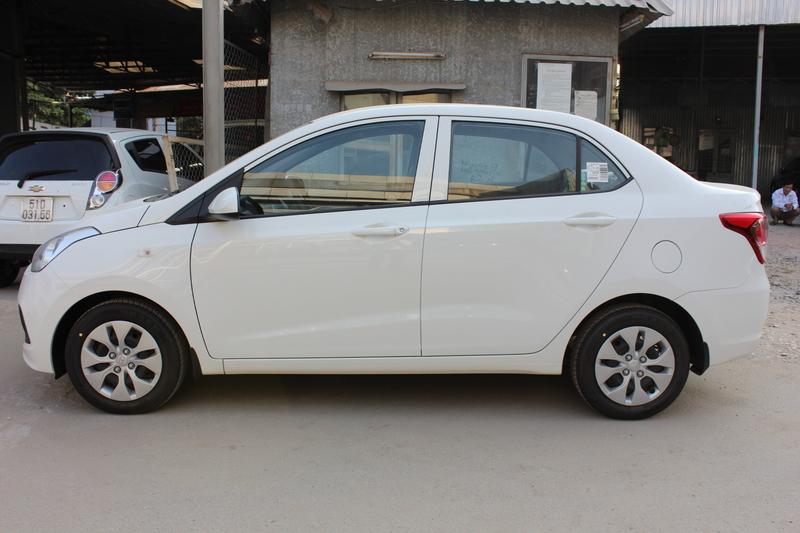 Xe Hyundai Grand i10 sedan 1.2MT Base Màu Trắng 02