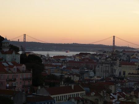 Obiective turistice Lisabona: Podul 25 aprilie peste fluviul Tejo